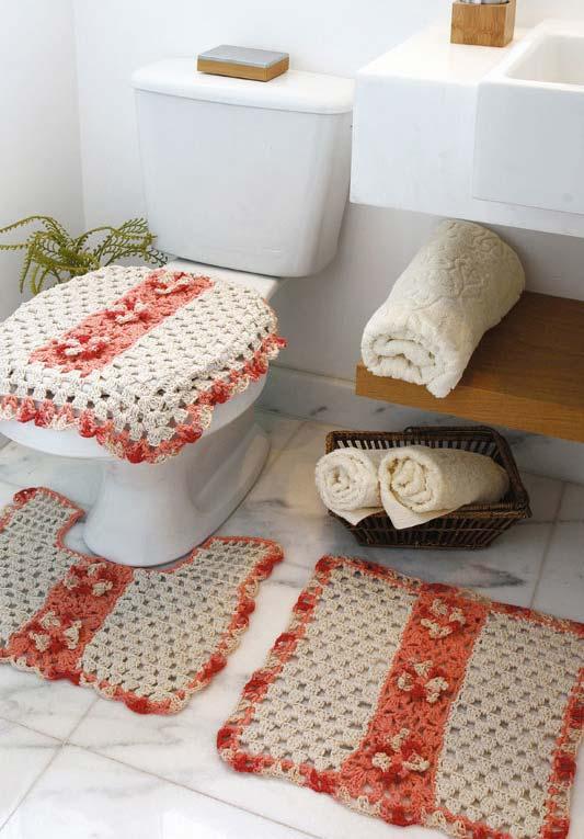 Jogo de banheiro de crochê com barbante cru e salmão
