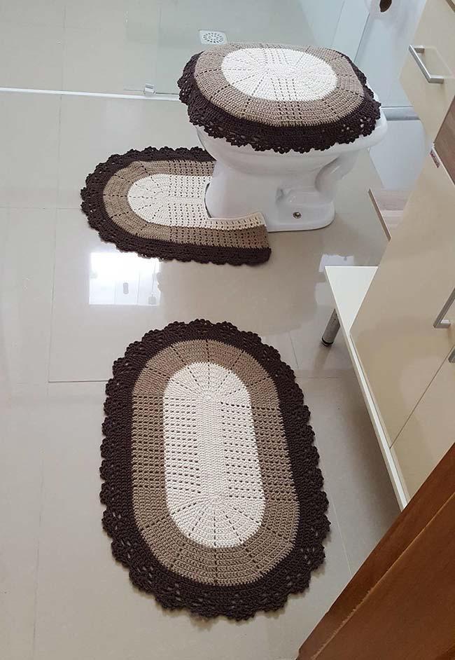 Jogo de banheiro em crochê oval tricolor