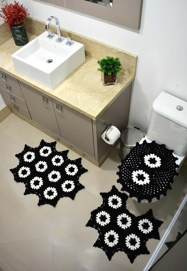 Jogo de banheiro de crochê em preto e branco