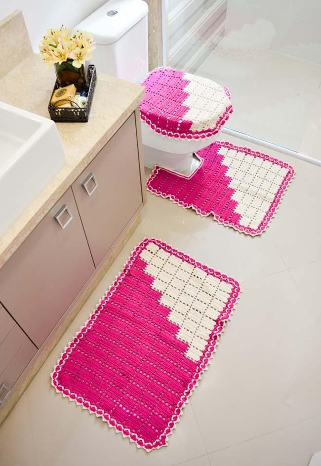 Jogo de banheiro de crochê em branco e rosa