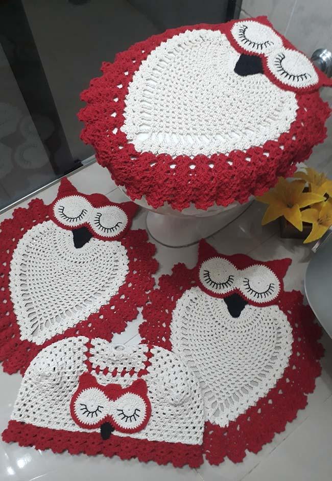 Quatro peças neste jogo de banheiro de crochê coruja dorminhoca