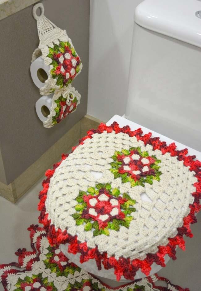 Jogo de banheiro de crochê florido com porta papel higiênico