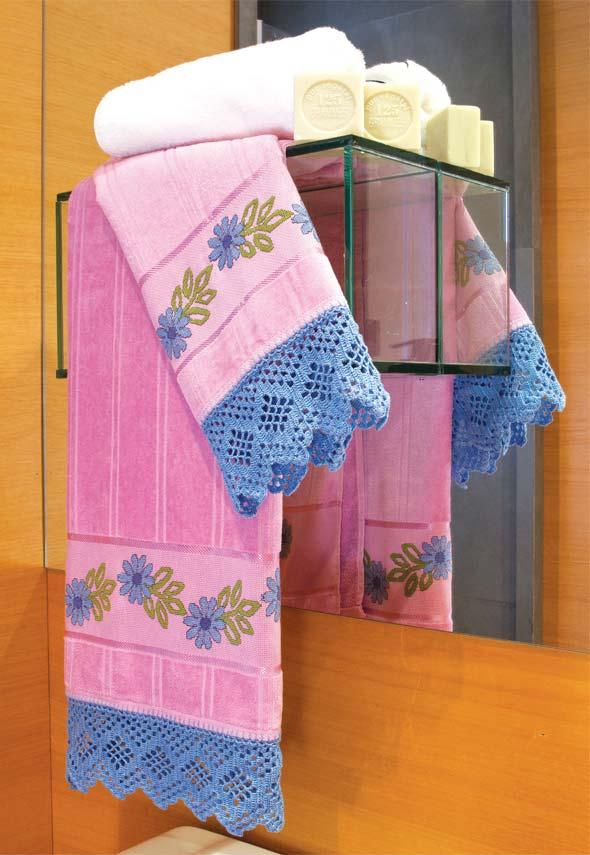 Ponta do jogo de toalhas em crochê com um rendado delicado