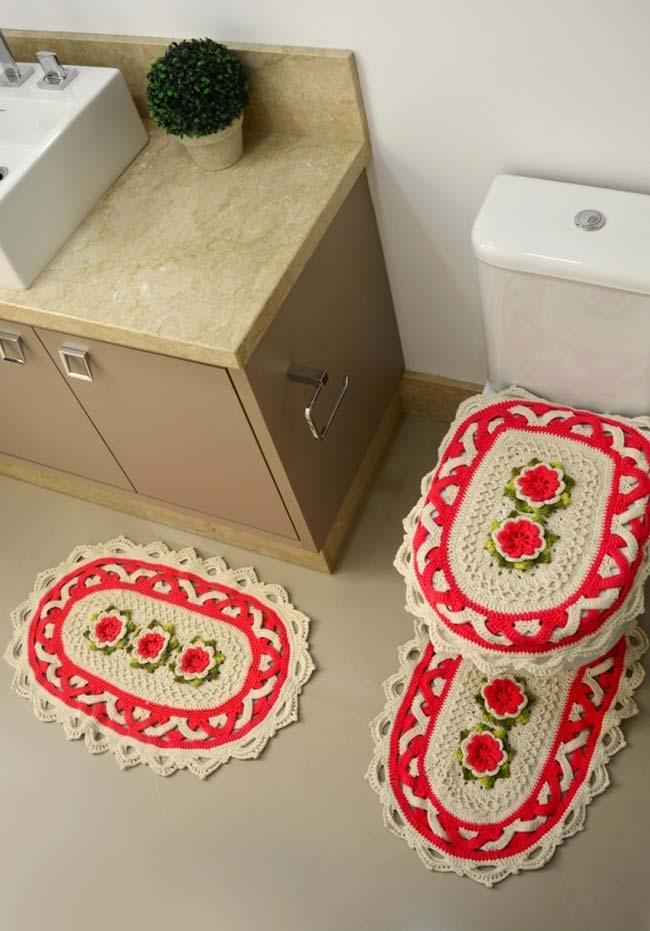 Jogo de banheiro triplo com desenho entrelaçado e flores laranjas