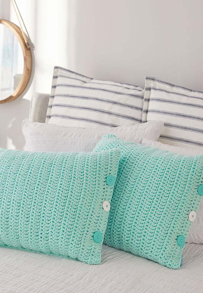 Almofada de crochê simples para finalizar a decoração da cama