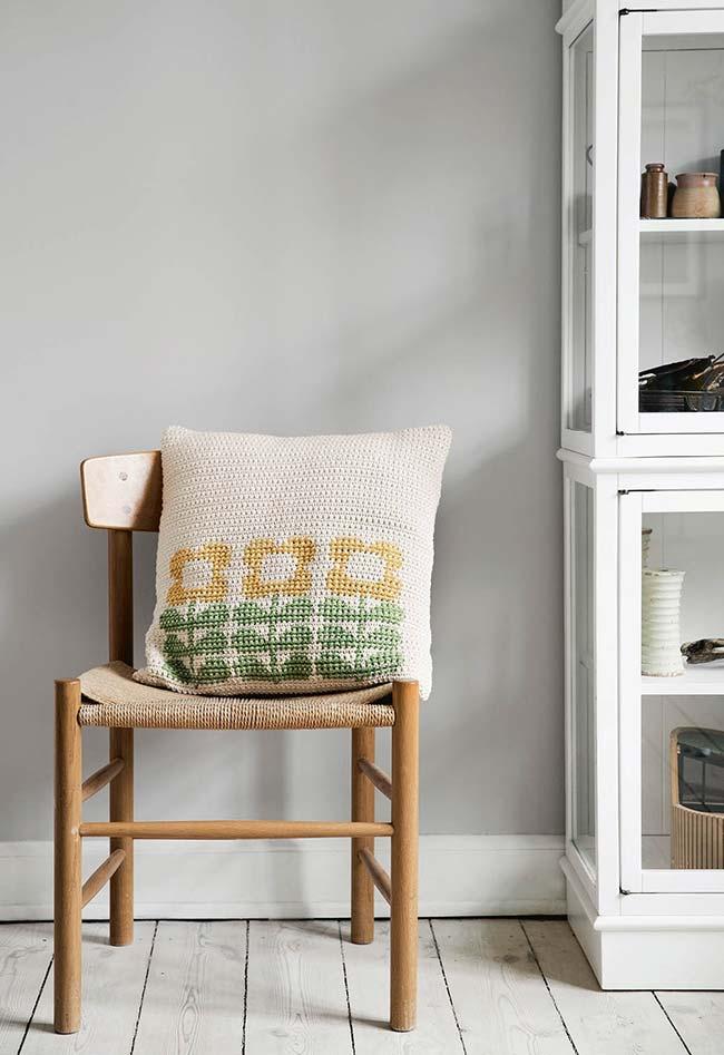 almofada de crochê com flor em uma simplicidade incrível