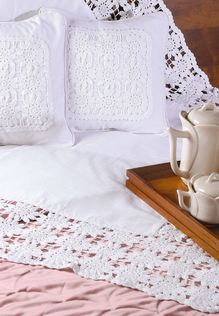 Crochê floral em almofadas de tecido