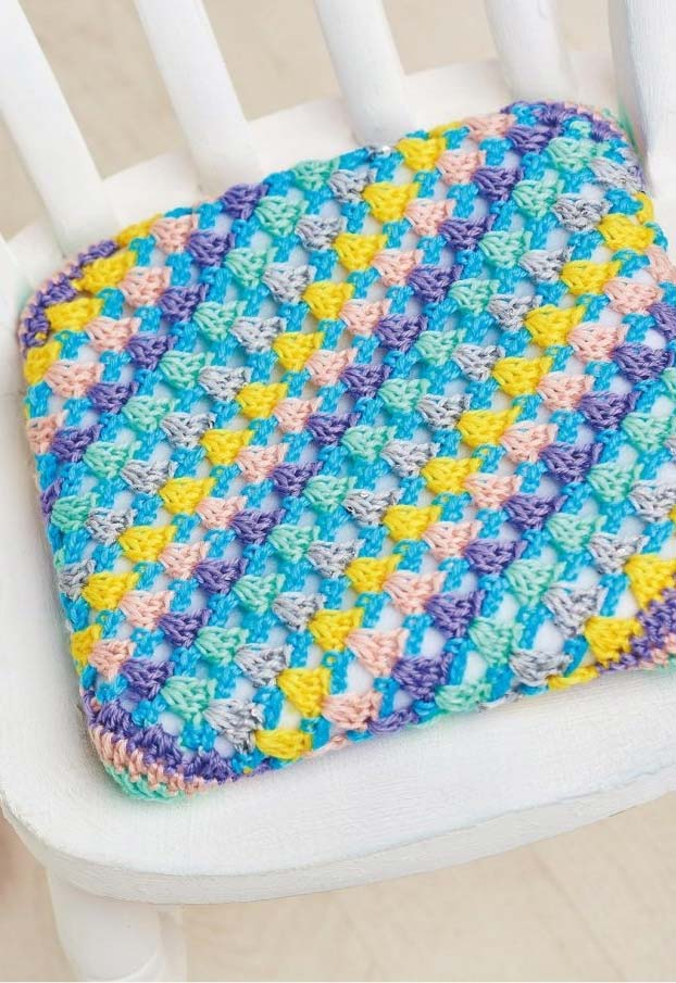 Almofada de crochê tipo futton para suas cadeiras