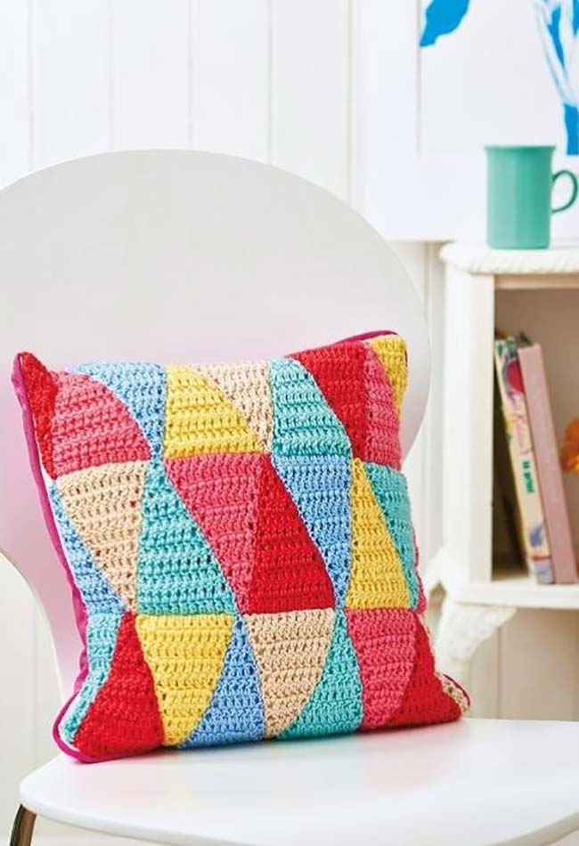 Triângulos coloridos para compor sua almofada brincando