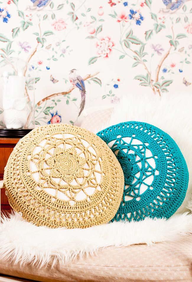 Almofada de crochê redonda com mandala