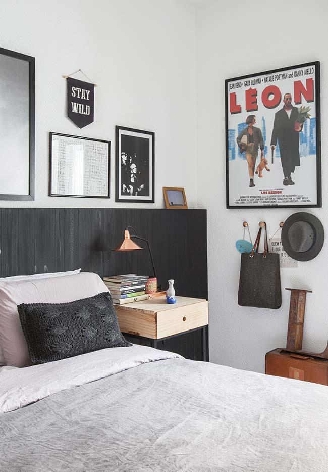Almofada de crochê em um preto básico para um ambiente descolado