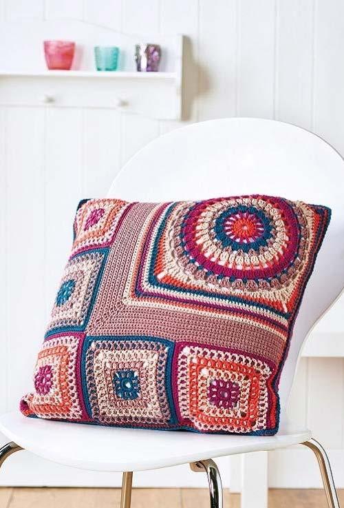 Almofada de crochê artesanal