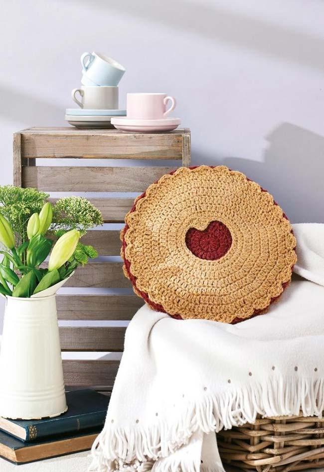 Almofada de crochê redonda biscoitinho linzer
