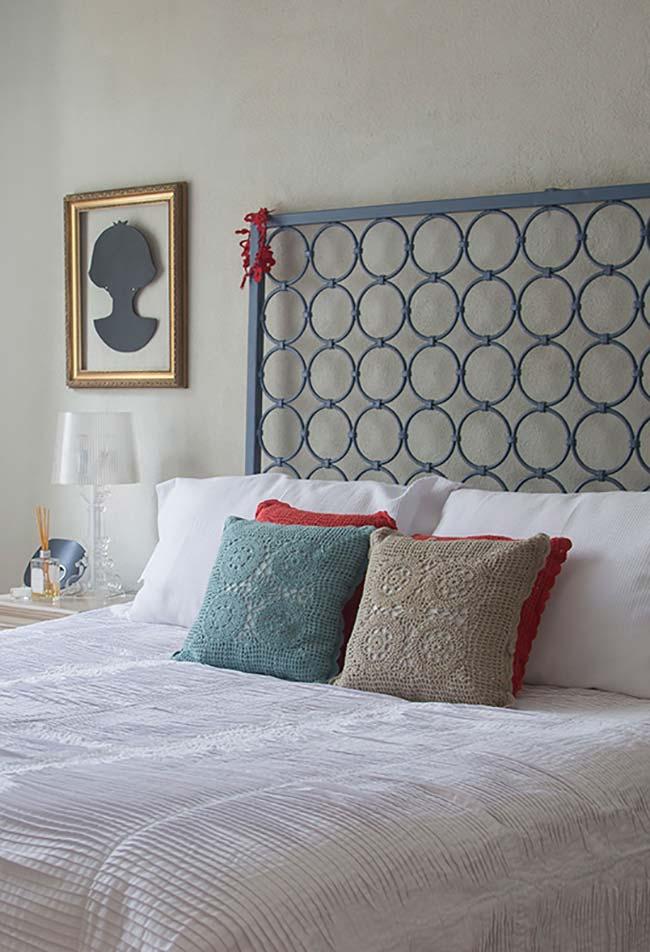 Se inspire nas cores que já compõem seu quarto na hora de escolher a cor das suas almofadas de crochê