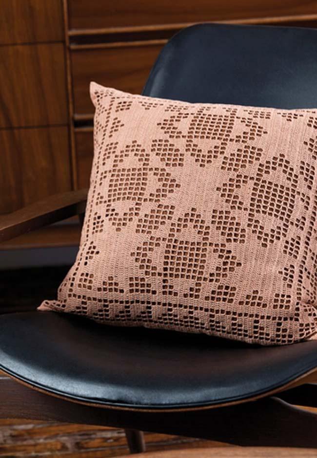 Almofada de crochê simples com trabalho de desenho
