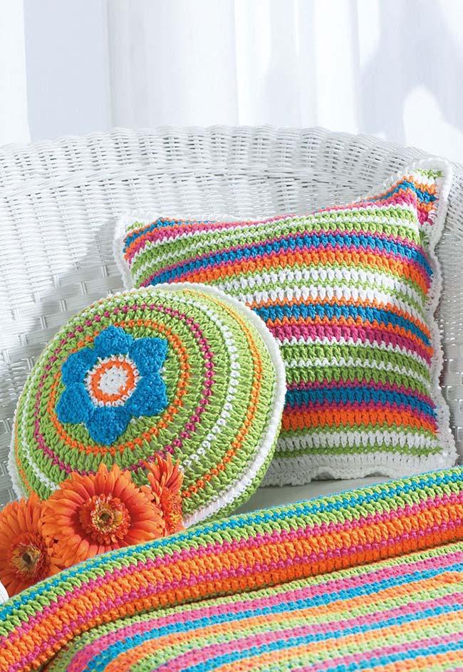 Mais uma ideia de almofadas de crochê super coloridas