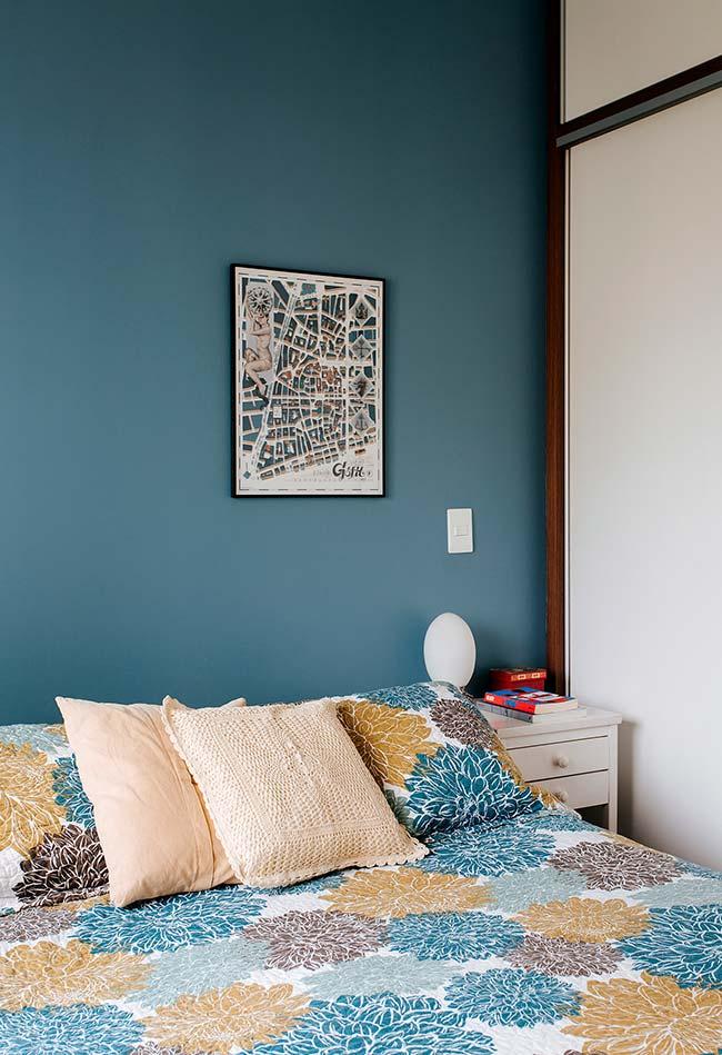 aposte em cores e temas mais neutros para as suas almofadas de crochê