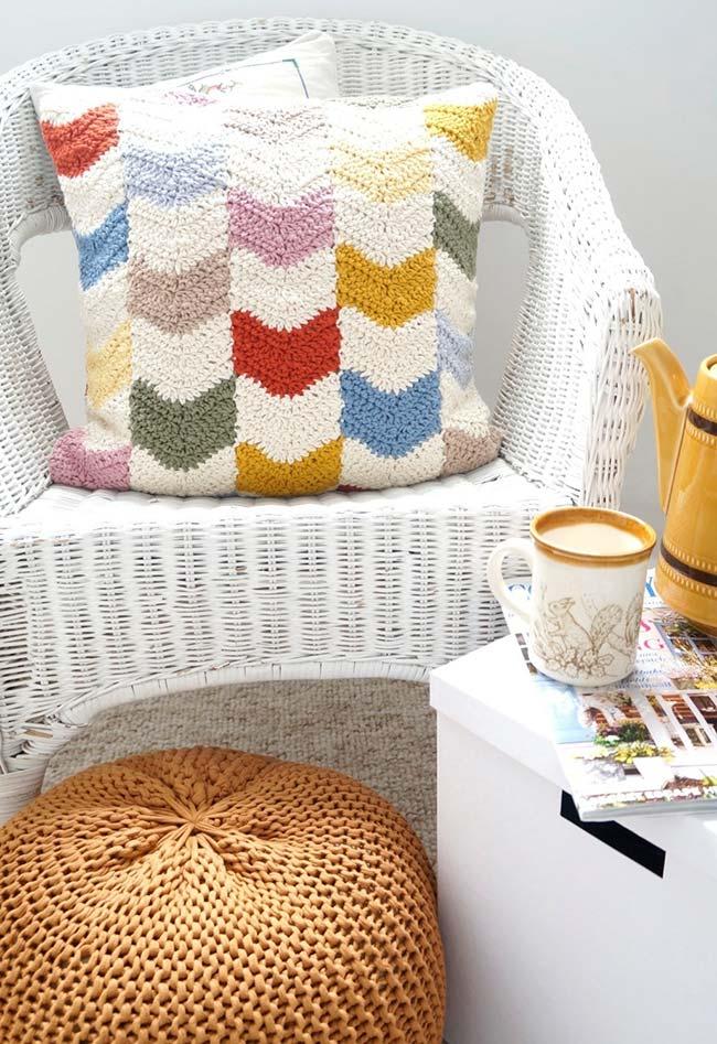 O padrão zigue-zague também faz o maior sucesso em almofadas de crochê