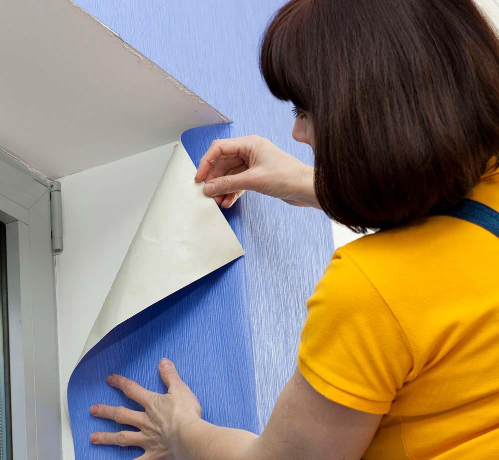Como colocar papel de parede: aplicação