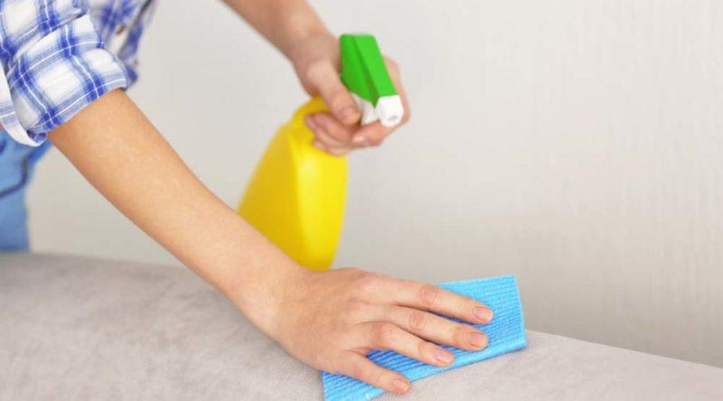 Como limpar sofá: descubra o passo a passo para cada material