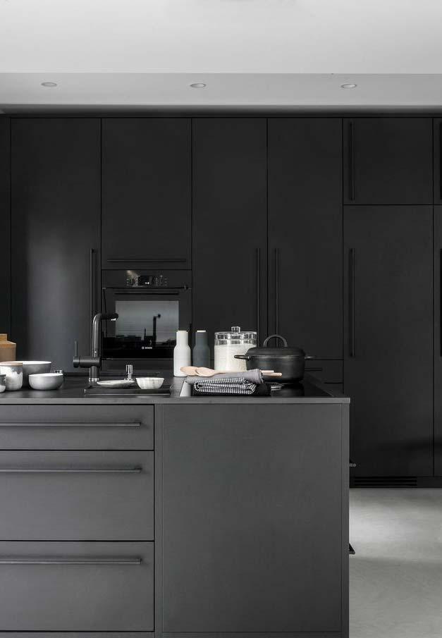 Cozinha preta planejada
