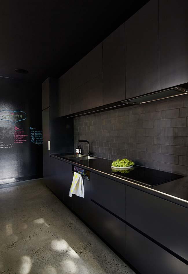 Cozinha totalmente preta