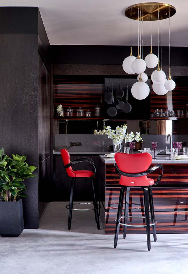 Cozinha americana preta e vermelha