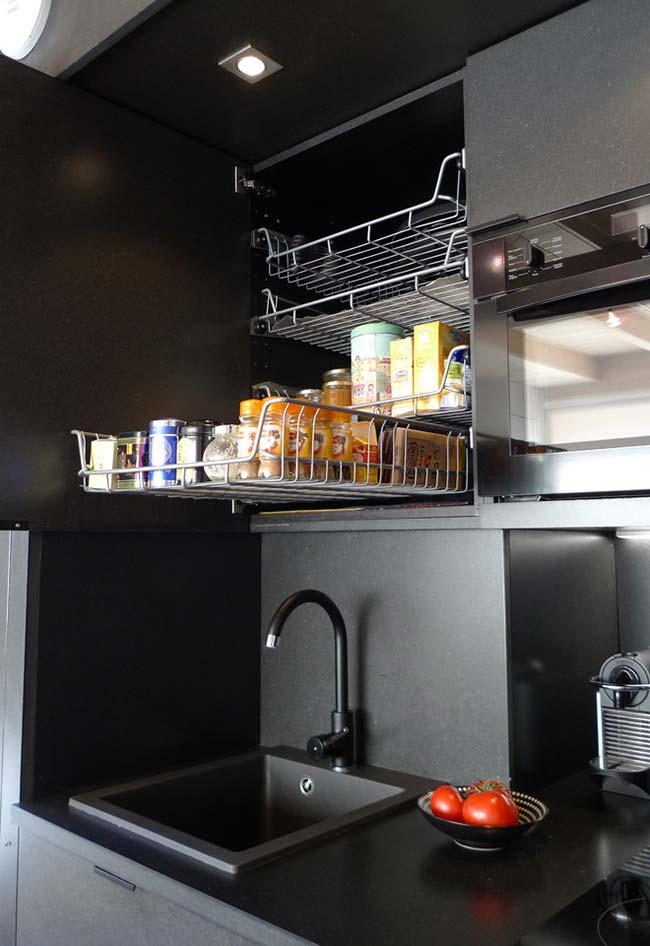 Outra ideia de otimização para os seus armários na cozinha pequena