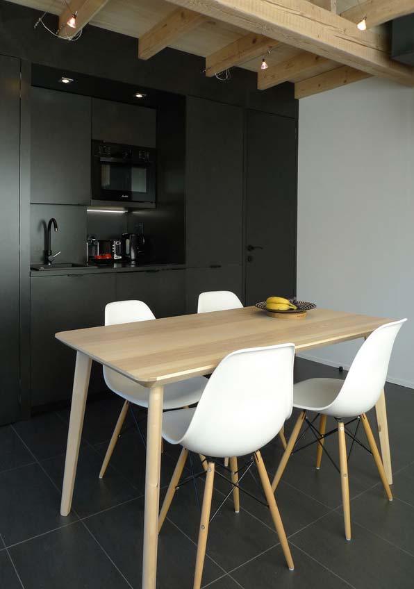 Cozinha preta simples e minimal
