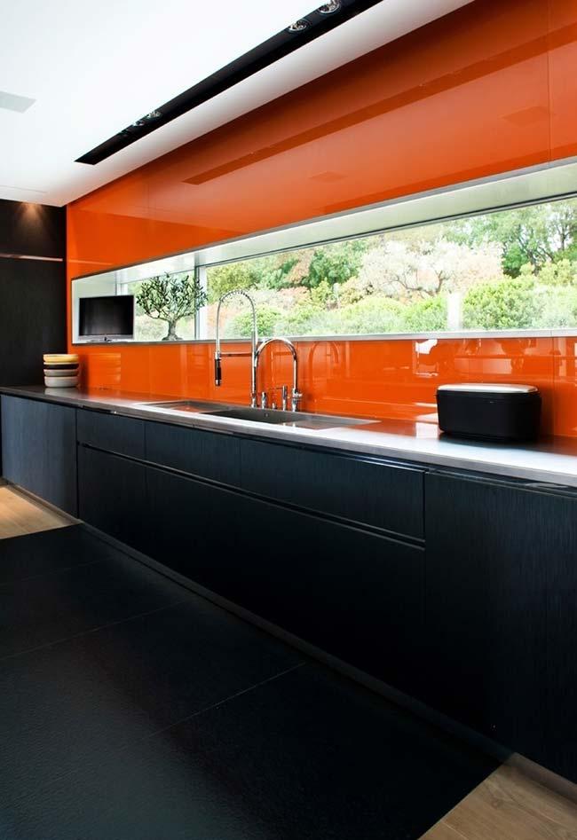 Cozinha preta e laranja