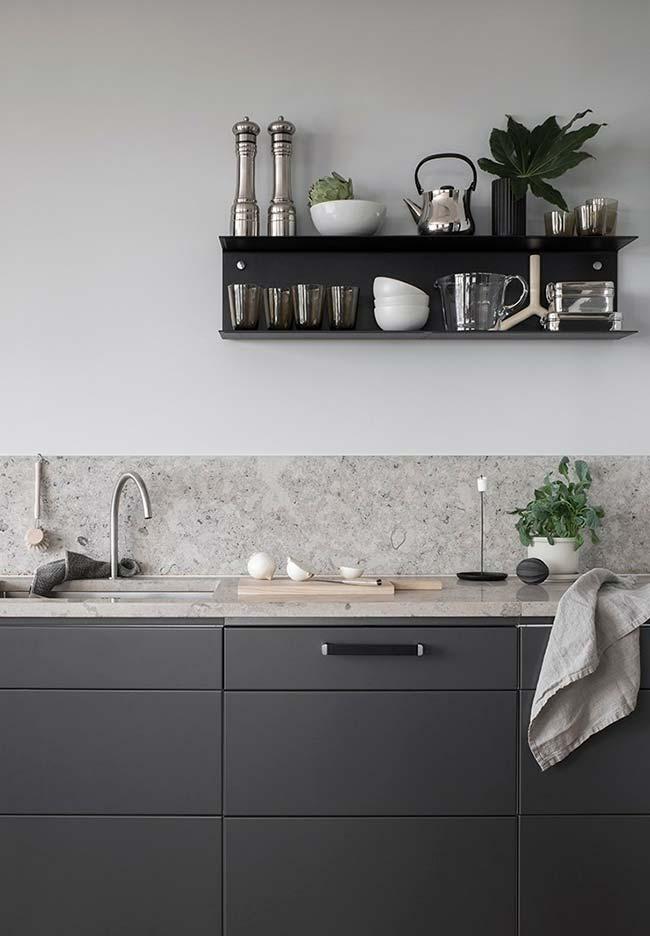 Cozinha preta e cinza minimalista
