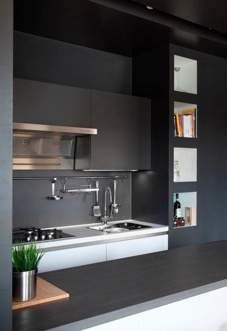 Ideia de cozinha americana pequena na cor preta