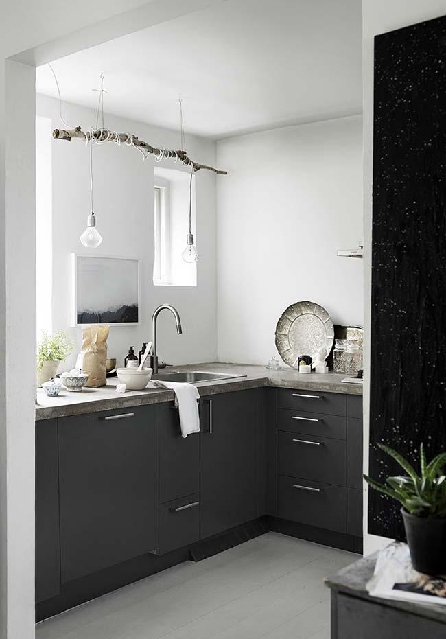 Outra ideia de cozinha preta e branca