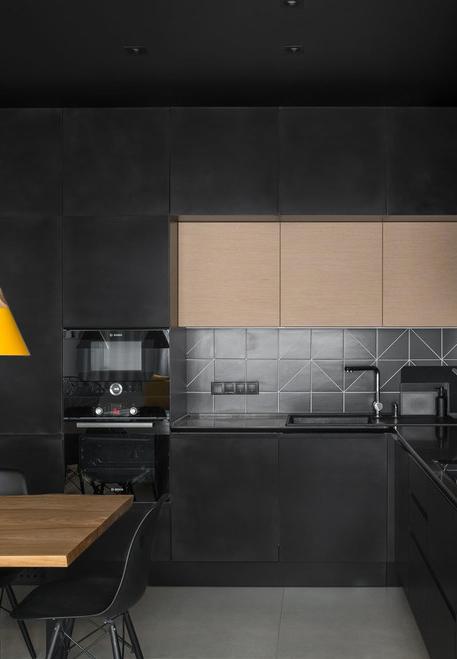 Cozinha preta em mix de tons mais claros