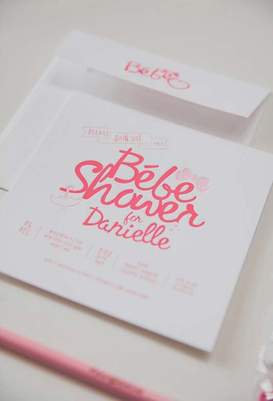 Cartão quadrado com lettering para chá de bebê