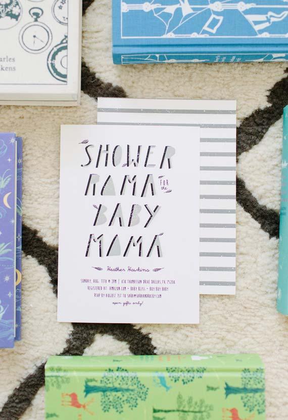 Para quem tem um estilo mais moderninho, essa lettering mais geométrica vai ser perfeita para o seu convite
