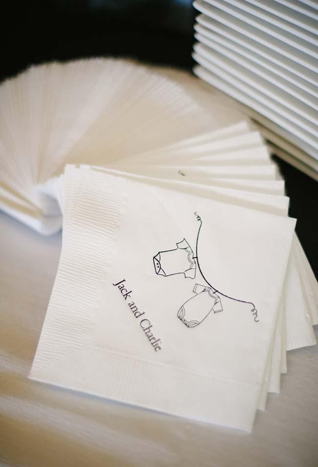 Estampa até mesmo para os guardanapos de papel no seu chá de bebê