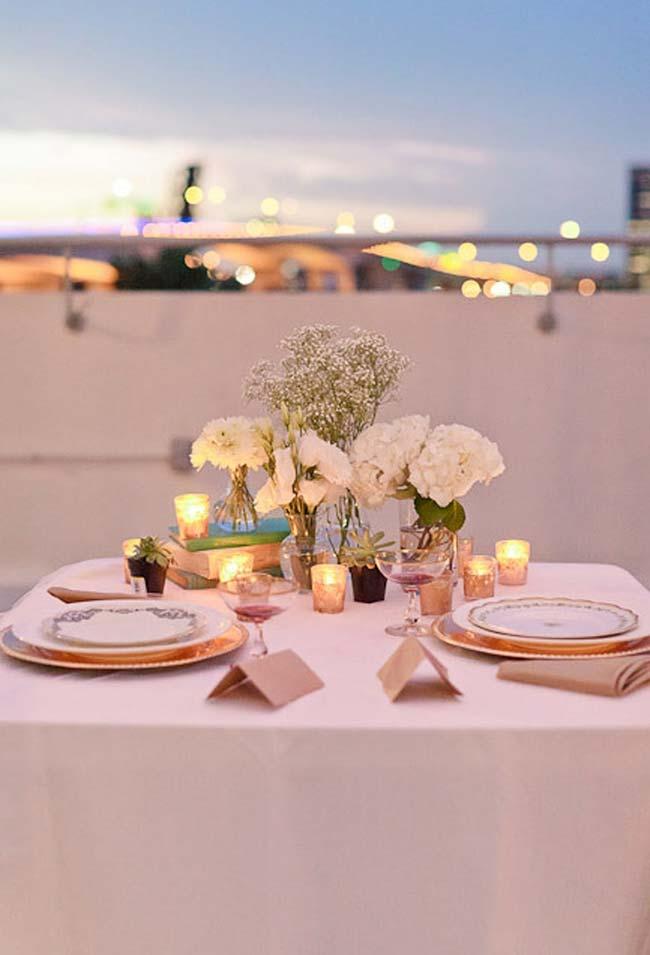 Continuação: Jantar romântico ao ar livre: decoração com voil e luzes num cenário perfeito