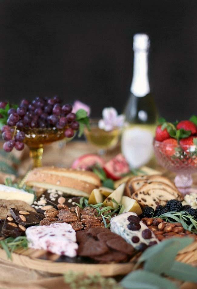 Variedade na mesa em um jantar romântico mais leve e rápido