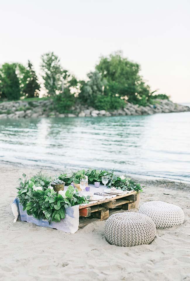 Ideia simples de decoração de jantar romântico