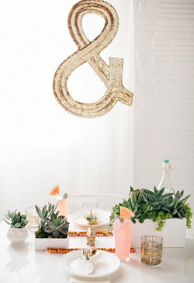 as plantinhas são ótimos elementos decorativos para as mesas em ocasiões especiais como estas
