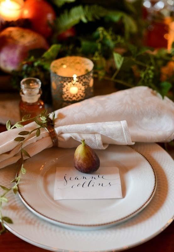 Decoração de mesa para jantar romântico num clima mais rústico