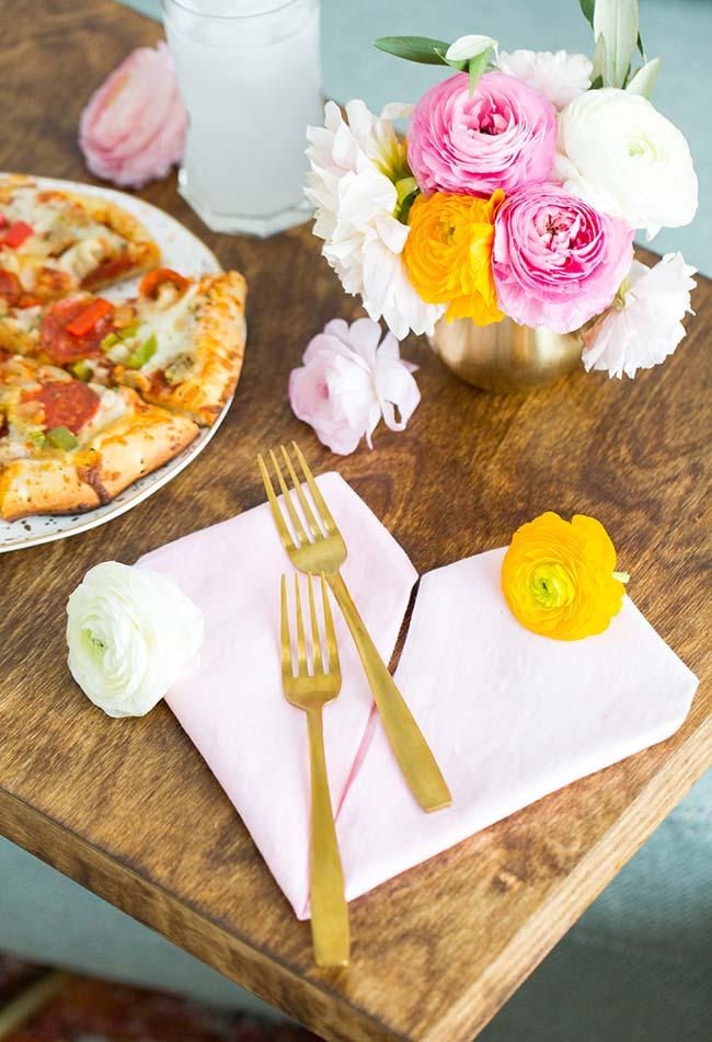 Decoração de jantar romântico: aposte em toques de cores vibrantes na decoração da sua mesa (continuação)