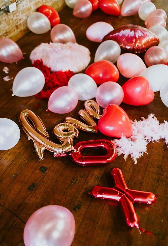 Decoração de jantar romântico: vermelho, rosa, dourado e prateado