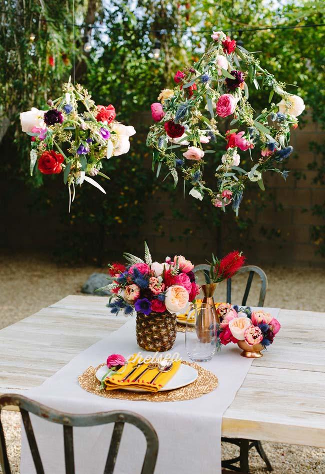 Decoração de jantar romântico ao ar livre