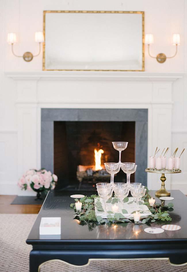 Decoração de jantar romântico: para quem tem uma lareira em casa