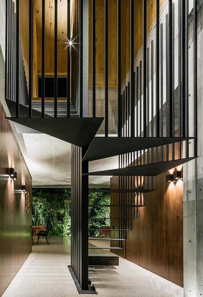 Escada caracol com estrutura reta