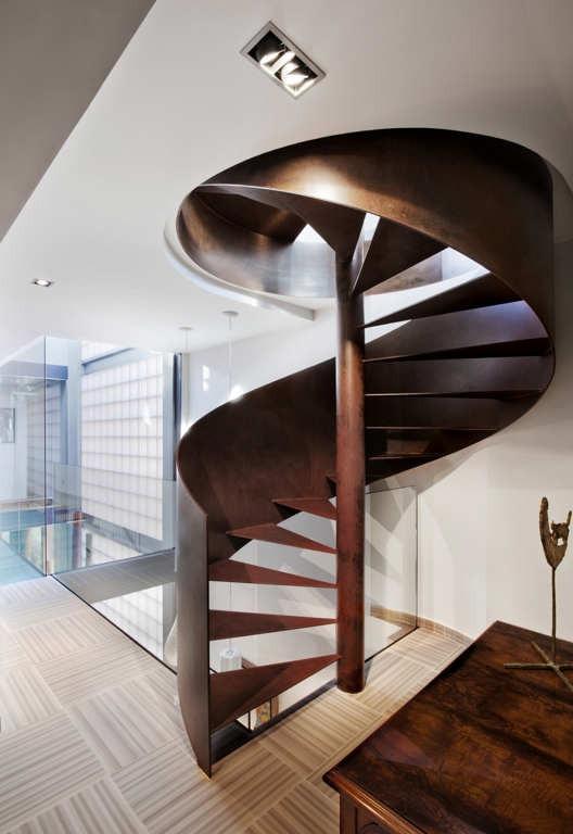 Escada caracol de metal