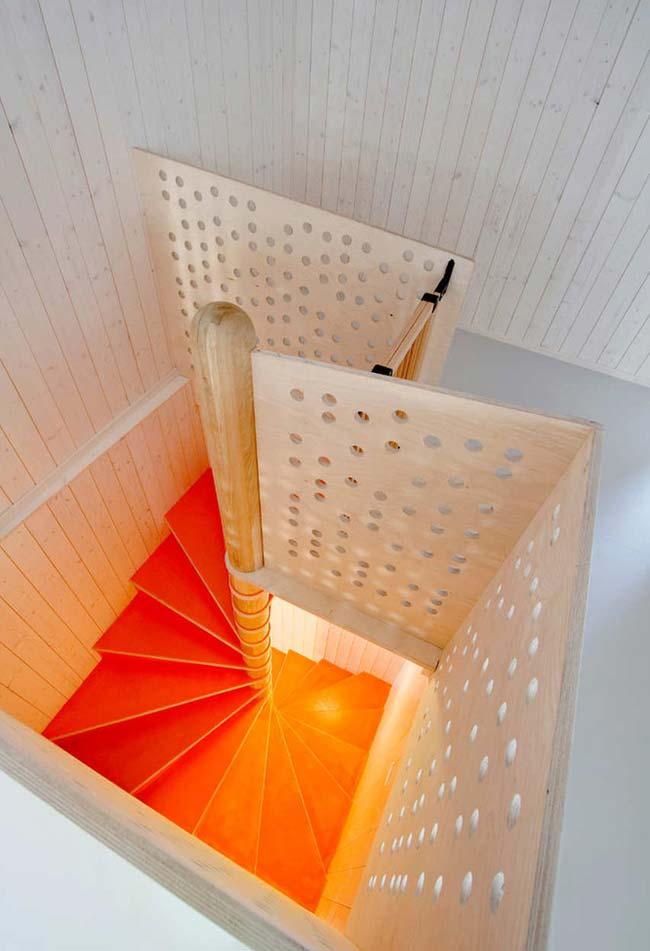 Escada caracol em um nicho quadrado