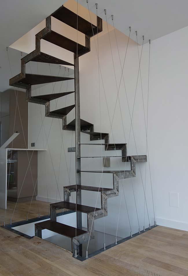 Outra escada caracol quadrada